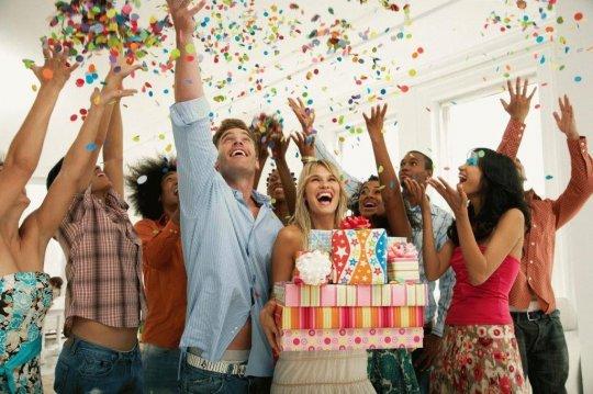 Как креативно поздравить близкого человека с днём рождения?